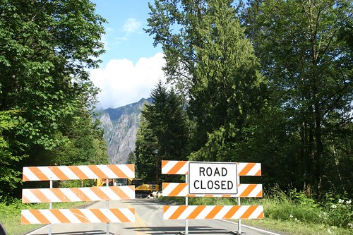 road closed, snoqualmie / twin peaks