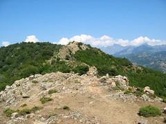 Sur la crête du Tra Mare e Monti : le sentier et la Paglia Orba