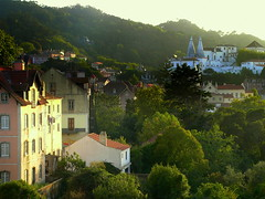 SINTRA, PORTUGAL (Andr Pipa) Tags: sunset pordosol green portugal beauty sintra beleza generalview romantismo romantism 50faves fimdatarde palciodavila vistageral nearlisbon andrpipa lordbyronlovedthis photobyandrpipa