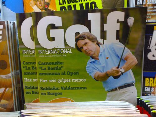 Aznar jugando al golf