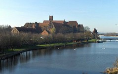 Malbork, Teutonic castle - Pomorze, Poland (LeszekZadlo) Tags: brick castle heritage water birds architecture buildings river town ship military bridges eu poland polska unesco polen fortress polonia oldcity sites ue pomerania pommern pologne malbork teutonic   pomorze ph575  mediewal oureuripe
