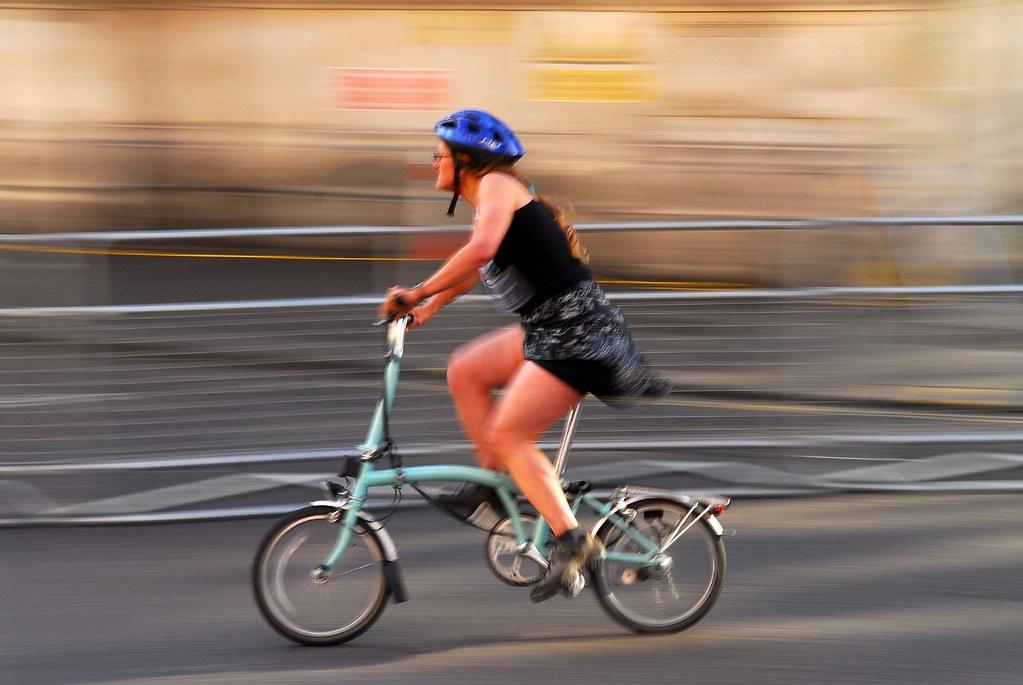 Le Brompton, le vélo, et autres plaisirs minuscules 623136747_8dfb3d16c9_b