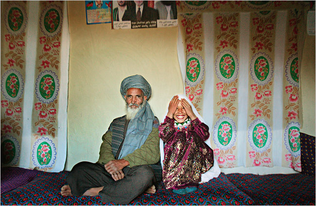 450 женихов сыграли свадьбу с девочками меньше 10 лет в Газе. http...