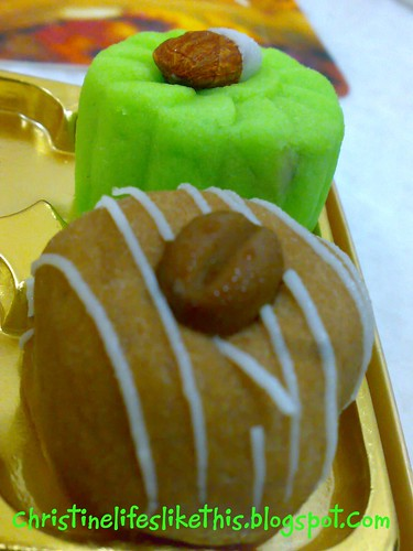 Mini snowskin mooncakes