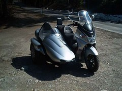 SUZUKI BURGMAN 400 (scooterworld) Tags: scooter trike sidecar maxiscooter shqipe megascooter sidescooter