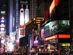 NEW YORK STORIES (6): ART NÉON DISTRICT (André Pipa) Tags: nyc newyorkcity light usa luz america neon bladerunner ridleyscott broadway eua luzes electriclightorchestra 25faves artnéon thiswastakenonthecarbombnight neversleepyep