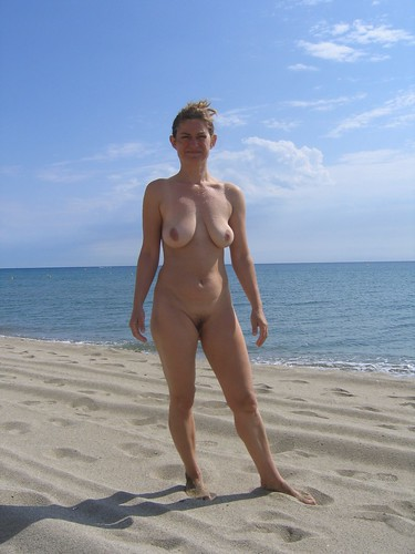 mature nude sexy candid beach pics: nudebeach