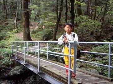 長笹谷に架かる橋(2002年5月)