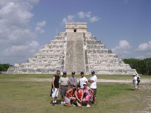 Los ocho en Chichén Itzá