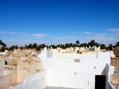 Old Town of Ghadamès, Libya. (© Libyan Soup) Tags: africa roof sahara architecture palms rooftops desert palm worldheritagesite roofs palmtrees arab libya tuareg libyan berbers ghadames unseco datepalms jewelofthesahara jamahiriya pearlofthedesert ghadamis ġadāmis ġdāməs oasistown ghadamès alhamadahalhamra ghademes gadamis libyansoup