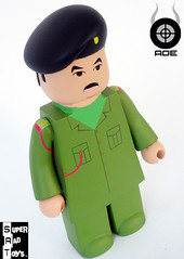 SADDAM_SRT_ANGLE.jpg (Super Rad Toys) Tags: toy george bush war gulf lego w vinyl terrorist tony osama bin laden blair collectible saddam hussein