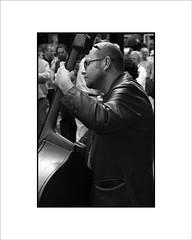 Músico callejero.jpg (Jose Luis Durante Molina) Tags: street ireland bw music dublin bar calle pub europa europe eire player personas musica irlanda musico violonchelo coolestphotographers excapture instataneas llovemypic joseluisdurante