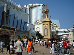 Atlantic City Casinos (IslesPunkFan) Tags: atlanticcity ac newjersey nj casinos resorts tajmahal trump showboat hardrock cafe boardwalk people