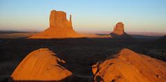 Monument Valley, Utah/Arizona border (eoind) Tags: sunset arizona utah butte monumentvalley