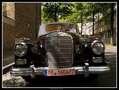Todo un clsico...Mercedes Benz (losgor ) Tags: del germany deutschland mercedes benz olympus coche aachen alemania zuiko clasico norte westfalia westfalen nordrhein e500 1454 renania