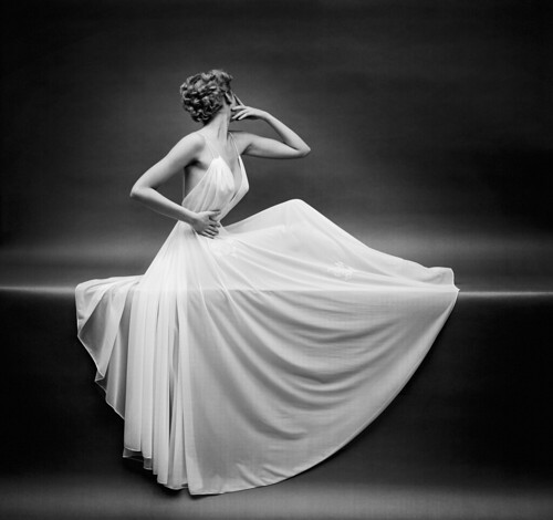22_Mark Shaw_Vanity Fair Gown 1955