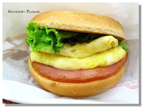 摩斯漢堡火腿起司蛋堡