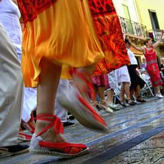 10 years ago | Sardane ¬ 7145384 (Lieven SOETE) Tags: street city people music woman man france girl donna dance mujer femme citylife culture dancer danse tanz collioure popular roussillon musique 2007 sardana catalogne fêtenationale quatorzejuillet tanzer catalane sardane lievensoete