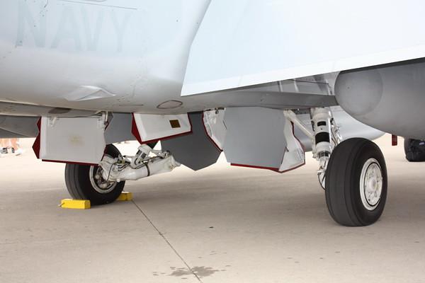 EAA10_EA-18G_37