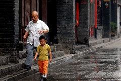 "Walking with ""bodyguard"" (Luo Shaoyang) Tags: china street nikon dof action chinese  pingyao madeinchina streetshot  luo    actionphotos nikond200 supershot abigfave onechildpolicy luoshaoyang"