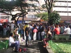 192. //60/1k/1332/1f   - MERCADO de SAN ALEJO - PARQUE de BOLIVAR - MEDELLIN, COLOMBIA 2006 (IMAGEN09) Tags: colombia 2006 06 medellin fleemarket sanalejo mercadodelaspulgas parquedebolivar