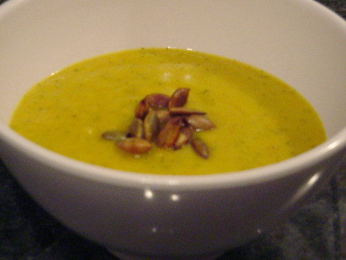 pumpkinHazelnutSoup_001