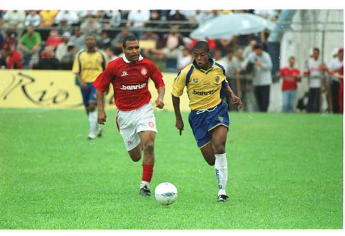Michel Bastos em ação pelo Pelotas, dando os primeiros passos entre os profissionais. Crédito: Nauro Júnior