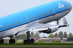 the madness has struck again!!!! 12 pictures of planes cheers!!!! (grwsh.marcel) Tags: love speed plane canon fun airport relaxing spot madness planes klm panning takeoff schiphol 100400mm spotting liefde zoomlens martinair snelheid gekte 40d canon40d astanaair