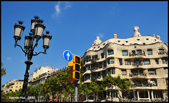 Take a Picture For Me Please! - La Pedrera - Barcelona N4363e (Harris Hui (in search of light)) Tags: barcelona travel blue girls vacation sky canada vancouver clouds spain nikon europe bc postcard tourist panoramic richmond touristy gaudi touristshot lapedrera d300 antonigaudi travelphotography 18200mm bigcamera smallcamera greatartist casamilla nikon18200mmvr nikond300 harrishui greatarhitect takeashotformeplease