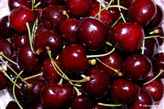 Turkish delight (atranswe) Tags: red fruit cherries sweden frukt soe turkish shiningstar naturesfinest supershot krsbr abigfave sveige nikond40 anawesomeshot dsc0004 july312007 31juli2007 falkenbereg