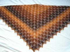 pruuni-oranžikirju sall