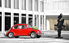Beetle. (Thomas van Rooij) Tags: city flowers wedding red netherlands dutch vw volkswagen photography nikon cityhall thomas arnhem beetle nederland marriage automotive rood 2010 gemeentehuis kever weddingcar bruiloft d90 keffer rooij thomasvanrooij