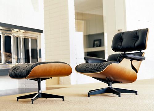 Fotografia de una Lounge Chair y otomana de Charles Eames
