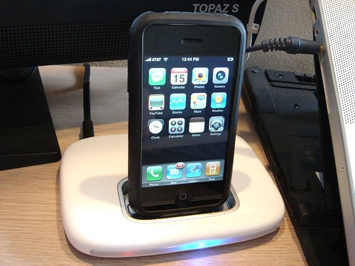 Belkin TuneSync works with iPhone (w/ case)