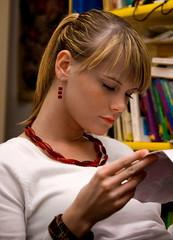 blondie (Sakuto) Tags: portrait people woman girl read