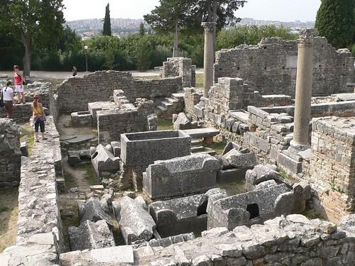 Manastirine, Salona