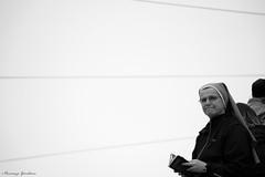 (Vincenzo Giordano) Tags: portrait blackandwhite bw italy white black torino nikon nun bn sguardo piemonte shroud duomo nikkor turin suora bianco ritratto nero 55200 d40 sindone piedomnt ostensione vincenzogiordano