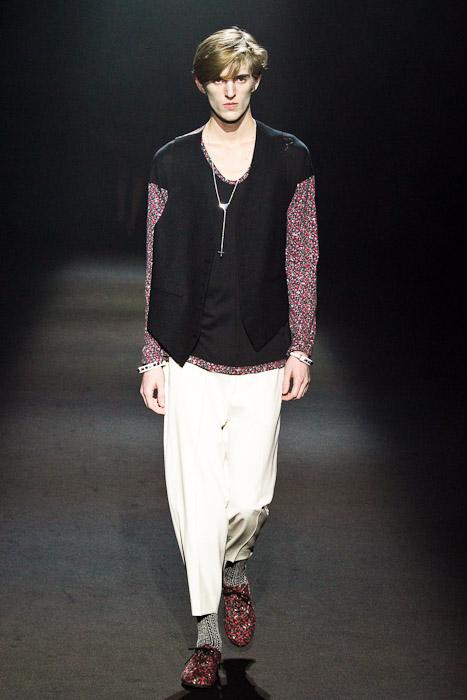 Gabriel Gronvik3081_SS11_Tokyo_Lad Musician(Fashionsnap)