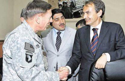 10k07 ZP con el general Petraeus en Afganistán
