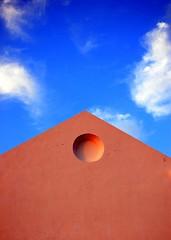 (BB (O.)) Tags: blue red sky portugal wall clouds faro nikon bravo searchthebest minimal algarve minimalism bb soe smallthings o d40 supershot nikonstunninggallery artlibre colorphotoaward juniorwomble thebestwomblenest beijinhosandhugs