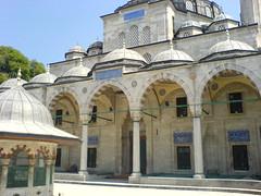 Sokollu Mehmet Paa Camii (cercamon) Tags: istanbul mosque cami estambul mosque kadirga avlu mimarsinan sokullu sokollumehmetpasha kadrga sokollumehmetpaacamii sokollumehmetpaa kadirgasokullumosque architectureottomane