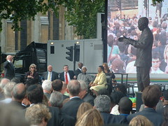 Richard Attenborough, Wendy Wood (widow of the artist, Donald), Ken Livingston, Gordon Brown, Nelson Mandela, Dame Graça Machel (Mandela' s third wife) and the statue