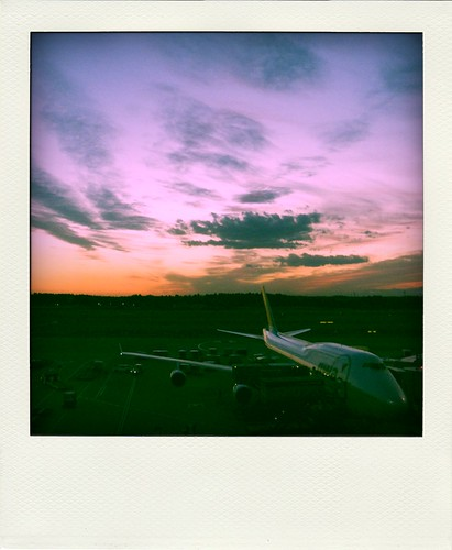 An airplane, the sky  and the mysterious color@fake-pola