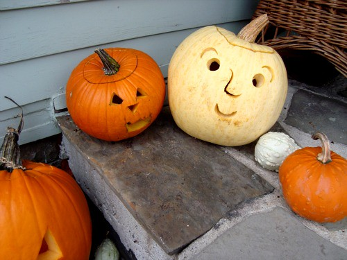 carved happy peeps