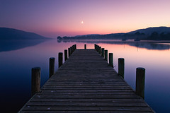coniston water (Dennis_F) Tags: wood uk autumn sunset england moon lake reflection tree fall nature water colors zeiss wow landscape boats boot see mond pier sonnenuntergang unitedkingdom district stage jetty sony united herbst natur wide lakedistrict kingdom hills berge landing moonrise fullframe dslr landschaft bume lakeland ultra spiegelung schiff coniston bunt thelakes farben steg landingstage 1635 uwa hgel thelakedistrict weitwinkel bootssteg ultrawideangle gewsser conistonwater uww a850 163528 sonyalpha sonydslr zeiss1635 sal1635z cz1635 sony1635 dslra850 sonya850 sonyalpha850 alpha850 vollvormat sonycz1635
