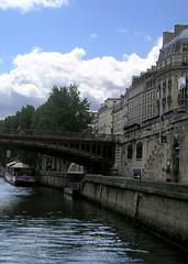 P1010310 (oxpride85) Tags: paris monuments bateauxmouches laseine