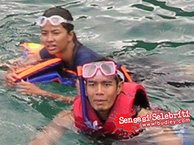 gambar linda onn dan fahrin ahmad mandi laut