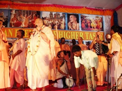 H H Jayapataka Swami in Tirupati 2006 - 0067 por ISKCON desire  tree.