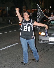 Cute chicks love the SPURS! (Flagman00) Tags: flag fans bluejeans hotchick celebrate sanantoniospurs nbafinals timduncanjersey