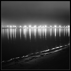Row Of Lights (Kent Mercurio) Tags: longexposure bw 120 6x6 tlr film monochrome mediumformat square sandiego coronado twinlensreflex kance yashicamat124g nightimage 123bw monochromia fujifilmneopan100acros gitzogt2530exexplorer bogenmanfrotto322rc2 adoublefave kentmercuriocom kentmercurio